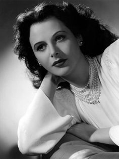 Hedy Lamarr, 1942 pin-up girl Hollywood Stars, Old Hollywood Glamour, Golden Age Of Hollywood, Vintage Hollywood, Classic Hollywood, Beautiful Celebrities, Beautiful Actresses, Most Beautiful Women, Ingrid Bergman