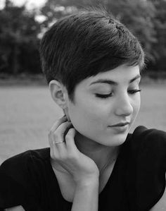 15 Beloved Short Haircuts for Women with Round Faces: #3. Short Hair for Round Face