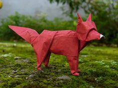 This is my cat. Another of the models I have invented. It uses the same base that the horse and I am proud of this model for the same reasons: cats are rare in origami. I hope you like it. Model in...