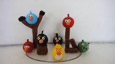 Topo de bolo com os passarinhos do Angry Birds.  Medidas: 15,5 largura e 10 cm de altura  No ato do fechamento informar cep para cálculo do envio, que é por conta do cliente.  Obrigada pela visita, volte sempre!!! R$ 38,00