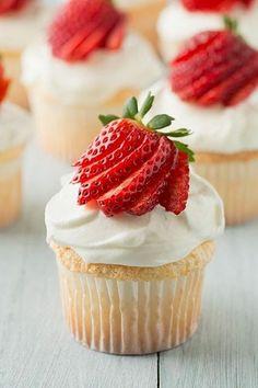. Angel Food Cupcakes, Yummy Cupcakes, Cupcake Cakes, Strawberry Cupcakes, Vanilla Cupcakes, Strawberry Shortcake, Simple Cupcakes, Swirl Cupcakes, Mocha Cupcakes