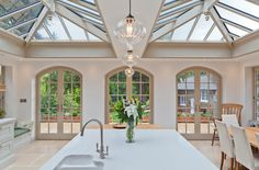 35 Fabulous Conservatory Kitchen Design Ideas That You Definitely Like - It is astonishing how much the design of kitchens has changed in recent years. Traditionally kitchens were one of the largest rooms in the house. Kitchen Family Rooms, Home Decor Kitchen, Interior Design Kitchen, Home Kitchens, Luxury Kitchen Design, Kitchen Orangery, Conservatory Kitchen, Style At Home, Organiser Son Dressing