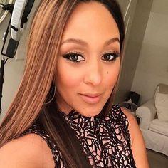 #beautiful #Tameramowry on #thereal with my makeup  FOXの人気トークショー「THE REAL」でのタマラ。目のフレームをくっきりアイラインで囲んで存在感をアップ。資生堂マキアージュのパール系モスグリーンのアイシャドウを目尻に乗せました。  #makeup by me @makeupbymotoko  #makeupartist  #beauty #MOTOKO #fashiongram #instagood #instabeauty # #lipstick #eyelash  #shiseido #green #thereal #TV #LA  #MAQuillAGE #fox #メイクアップアーティスト #ハリウッド #リップ#アイメイク #テレビ #番組 #トークショー #マキアージュ #資生堂  #Repost from @tameramowrytwo Sleek and straight for today's show 😍  Make-up @makeupbymotoko  Hair @hair4kicks