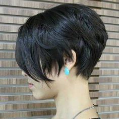 17 kurze, trendige Frisuren im Jahr 2019 , 17 Short Trendy Haircuts in 2019 , Trendy Haircuts Source by shorthairstyleideas Short Hair With Layers, Short Hair Cuts, Short Brunette Hair, Pixie Cut Styles, Short Styles, Layered Haircuts, Trendy Haircuts, Bob Haircuts, Popular Haircuts
