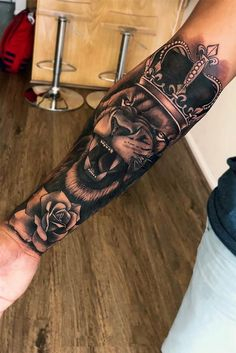 Among the tattoo models for men was the most preferred lion tattoos. The most popular lion tattoo models in 2018 Lion Forearm Tattoos, Lion Head Tattoos, Forarm Tattoos, King Tattoos, Leo Tattoos, Dope Tattoos, Trendy Tattoos, Lion Tattoo With Crown, Lion And Rose Tattoo