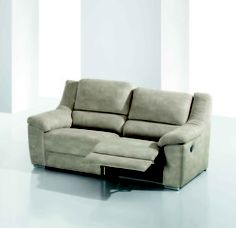 Sofá con reposapies y reclinable, en varios colores.