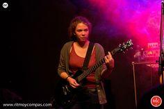 Alumna en un concierto de la Escuela de Musica Moderna Ritmo y Compas. #ritmoycompas #escuela #escuelademusica #alumno #alumna #musica #hortaleza #guindalera #concierto #guitarra #guitarrista