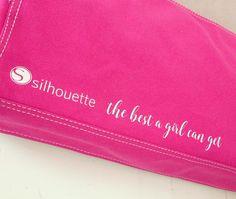 "1 gilla-markeringar, 1 kommentarer - J E N N Y 🇸🇪 (@__jennykarlsson__) på Instagram: ""Pimpade dammskyddet till min #silhouettecameo #silhouettethebestagirlcanget #dustcover #pink #diy…"""