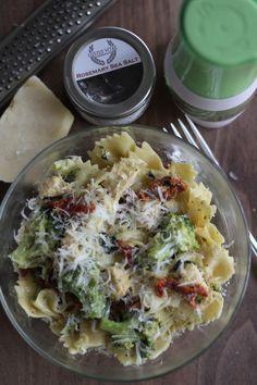 Sun Dried Tomato and Broccoli Pasta #Recipe on www.realfoodrealkitchens.com