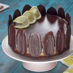 Elegant chocolate and lemon cake with crispy tiles - Trend Christmas Cake 2019 Deviled Eggs Recipe Pioneer Woman, Devilled Eggs Recipe Best, Best Deviled Eggs, Desserts For A Crowd, Holiday Cookies, Christmas Desserts, Easy Cake Recipes, Sweet Recipes, Dessert Recipes