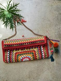 Best Leather Wallets For Women 2019 Crochet Clutch Bags, Crochet Wallet, Crochet Purse Patterns, Crochet Handbags, Crochet Purses, Crochet Art, Love Crochet, Crochet Motif, Creative Bag