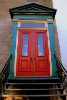 Make your entrance stand out .No matter what the structure or color you can always make the entrance more welcoming than usual. Bright Front Doors, Bbq Places, House Doors, Grand Entrance, Exterior Doors, Best Cities, Doorway, Montreal Architecture, The Neighbourhood