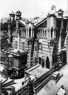 Casa Vicens is a family residence in Barcelona, designed by Antoni Gaudí and built for industrialist Manuel Vicens between 1883 and Barcelona City, Barcelona Travel, Antoni Gaudi, Most Beautiful Cities, Best Cities, Old Pictures, In This Moment, Building, Old Photographs