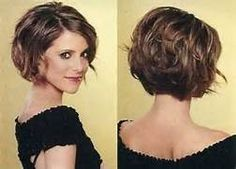 Stacked Curly Bob Haircut: Short Hairstyles for Women / Via