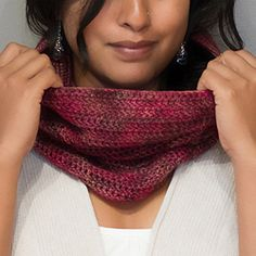 Free Crochet pattern for this easy, mindless, one-skein cowl, instant gratification.