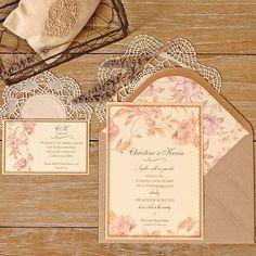 Romantic wedding invitation with delicate watercolor of flowers in shades of purple with recycled envelope. Invitación de boda romántica para una boda en el campo. www.azulsahara.com