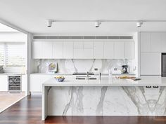 30 Gorgeous Grey and White Kitchens that Get Their Mix Right , http://www.interiordesign-world.com/30-gorgeous-grey-and-white-kitchens-that-get-their-mix-right/