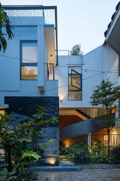 Modern Exterior, Exterior Design, Interior And Exterior, Cool House Designs, Home Fashion, Home Goods, Modern Design, Mansions, Architecture