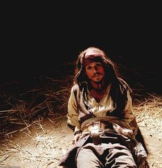 Captain Jack Sparrow (Johnny Depp) - Pirates of the Caribbean. Great movie, fabulous actor. Costume, pirat.