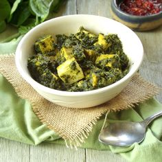 This vegan saag paneer has pan fried tofu cubes that stand in for cheese and are smothered in spicy curried spinach and coconut milk mixture. Saag Paneer Recipe, Paneer Recipes, Tofu Recipes, Whole Food Recipes, Vegetarian Recipes, Vegetarian Cooking, Sweet Recipes, Vegan Indian Recipes, Indian Foods