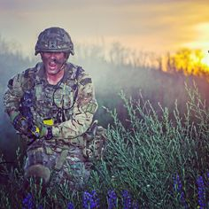 A Royal Marine from X-Ray Company, 45 Commando assault the final objective in Rinkenby, Sweden on Baltic Protector. Royal Marines of Pictures Of Soldiers, Military Pictures, Royal Marines Reserve, Military Life, Military Weapons, British Armed Forces, Public Service, Royal Navy, Sweden