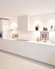 Personalize your home decoration with pretty digital printables. Kitchen Dining Living, Kitchen Views, Interior Design Boards, Minimalist Kitchen, Küchen Design, Modern Kitchen Design, Luxurious Bedrooms, Kitchen Furniture, Home Kitchens