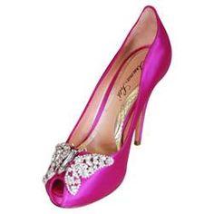 Pink butterfly wedding shoe http://2.bp.blogspot.com/-ZDipvUX1X30/TVpgITAITOI/AAAAAAAAATI/qU2WKnzrLUU/s1600/Nia.jpg