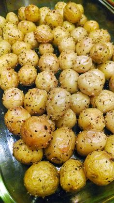 Roasted Baby Yellow Dutch Potatoes ~ Sometimes the simplest recipes are the best. There are no fancy ingredients or difficult steps to follo. Golden Potato Recipes, Baby Potato Recipes, Dutch Recipes, Cooking Recipes, Healthy Recipes, Amish Recipes, Cooking Pork, Healthy Food, Baby Dutch Yellow Potatoes Recipe