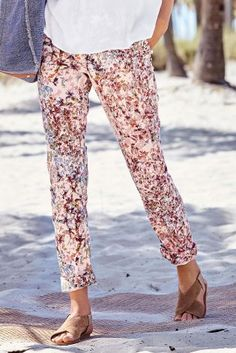 Smart trousers don't need to be boring! Add some floral prints and you're good to go, whether you're on your holidays or off to work! Next Uk, Uk Online, Different Styles, Fashion Inspiration, Floral Prints, Trousers, Women's Fashion, Trends, Holidays
