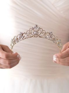 Gorgeous 90+ Beautiful Wedding Crown Inspiration https://weddmagz.com/90-beautiful-wedding-crown-inspiration/