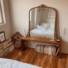 Gold Bedroom, Bedroom Inspo, Dream Bedroom, Bedroom Inspiration, Bedroom Ideas, Bedroom Furniture, Bedroom Decor, Uni Room, Dorm Room