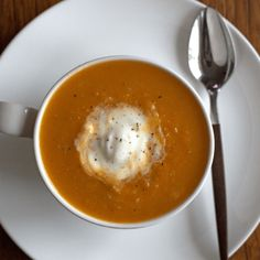 A healthy and flavourful vegan low FODMAP Carrot Ginger Soup. Perfect for those on the low FODMAP diet and/or sensitive to onions. Fodmap Diet, Low Fodmap, Fodmap Foods, Fodmap Recipes, Vegan Recipes, Carrot Ginger Soup Vegan, Carrots And Potatoes, Soups And Stews, Vegan Gluten Free