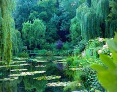 I need to go back. Almost 15 years ago ... pre-digital camera ... and my one roll of film that got ruined was from my day at Monet's house and gardens in Giverny.