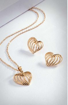 Corazones dorados muy elegantes #shine #jewelry Joyería Dupree Colombia Gold Necklace, Jewelry, Fashion, Jewelry Trends, Hearts, Feminine Fashion, Colombia, Elegant, Accessories