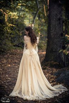 close, no gathering in skirt, Robe-esaikha-creation-robe-corset-laçage-jupe-traine-mousseline-elfique-daenerys-game-of-thrones Renaissance Wedding, Viking Wedding Dress, Steampunk Wedding Dress, Dresses Near Me, Medieval Dress, Fantasy Dress, Dream Dress, Pretty Dresses, Beautiful Outfits