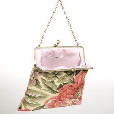 Clutch in cotone e lino by I Gioielli di Caterina. Creata a mano, per occasioni eleganti con un tocco vintage. Gobelin in 100% cotone.  Price: 48.80€