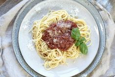 Spagetti og tomatsaus Spaghetti, Ethnic Recipes, Food, Eten, Meals, Noodle, Diet