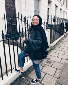 London-fam, where you at? 💛 London-fam, where you at? Modern Hijab Fashion, Street Hijab Fashion, Hijab Fashion Inspiration, Muslim Fashion, Modest Fashion, Hijab Casual, Hijab Chic, Mode Converse, Mode Outfits