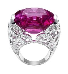 Piaget | Piaget Couture Précieuse ring in white gold set with 304 brilliant-cut diamonds and 1 cushion-cut rubellite