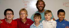 Wat deze leraar elke ochtend voor zijn leerlingen doet is zó ontzettend lief!