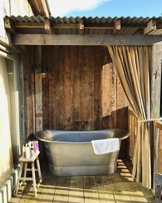 Outdoor Bathrooms 308426274480594423 - Photos from Soho Farmhouse – Roses and Rolltops Source by amberslab Soho Farmhouse, Outdoor Bathtub, Outdoor Bathrooms, Outdoor Kitchens, Outside Showers, Outdoor Showers, Outdoor Spaces, Outdoor Living, Glamping