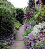 Cotswald cottage Garden