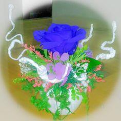 Lọ hoa hồng màu xanh tươi tắn