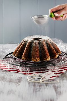 Kahvi-taatelikakku | K-ruoka #joulu #ruokalahja Christmas Baking, Christmas Recipes, Sweet Recipes, Pound Cakes, Brunch, Food And Drink, Sweets, Motion, Eat