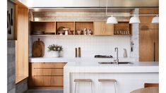 A Landscape Designer's Serene Bondi Oasis (The Design Files) Kitchen Interior, New Kitchen, Kitchen Reno, Kitchen Dining, Kitchen Remodel, Timber Kitchen, Kitchen Ideas, The Design Files, Küchen Design