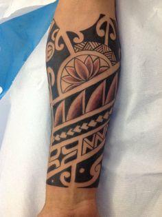 tribal motiv unterarm maori tattoo