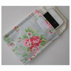 Mobile Phone or iPod Case Cath Kidston Spray Flowers Cath Kidston Fabric, Phone Cases 7, Red And White Flowers, Ipod Classic, Flower Spray, Google Nexus, Iphone 6, Coin Purse, 6 Case
