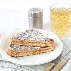 Lekkerder wordt het niet met deze appeltaart wentelteefjes! En ze zijn ook nog eens ontzettend simpel om te maken, ik geef je het recept. Breakfast Recipes, Dessert Recipes, High Tea, Food To Make, Nom Nom, French Toast, Deserts, Good Food, Food And Drink