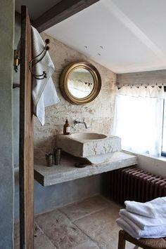 Harmonie baroque pour cette salle de bains - 33 petites salles de bains qu'on adore - CôtéMaison.fr