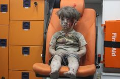 How Omran, the dazed Aleppo boy who reappeared this week, became a political pawn in Syria's war Donald Trump, Syrian Children, Syrian Kid, Fotojournalismus, Cnn Anchors, Le Figaro, War Photography, Wedding Photography, Aleppo